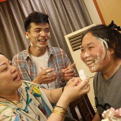 好友过30岁生日,胖妹进城去送祝福,吃香又喝辣,众人笑哈哈