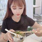 #吃秀我要上热门@美拍小助手#又是一顿火锅大餐,少吃主食多吃肉,蘸着生鸡蛋太美味啦!!!