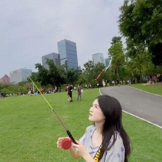 跟老大爷们放个风筝 #蓝天白云风景如画#