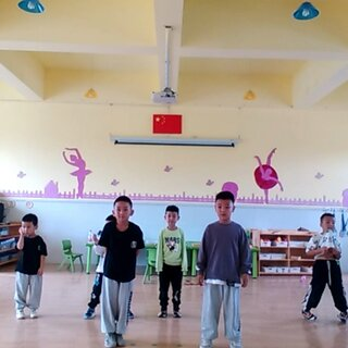 #我要上热门##少儿街舞##少儿街舞#  上周就已经正式上课了,开始躁动起来……